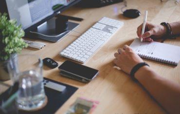 Vor dem Blogstart gibt es einiges zu überlegen. Von A bis Z gilt es zu überlegen was man dafür braucht.