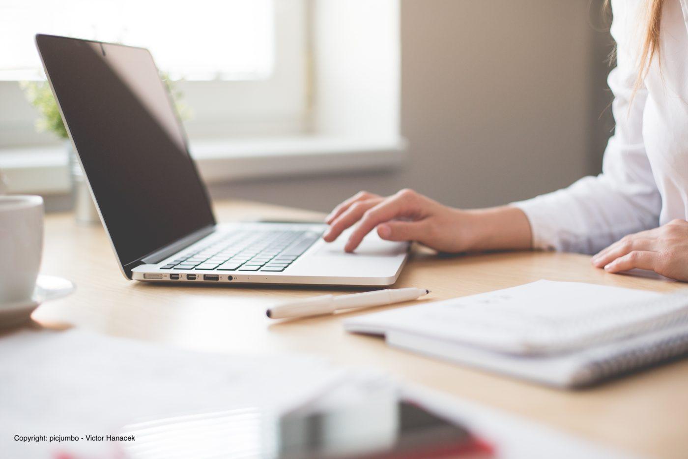 Der Unterschied zwischen Bloggen und Journalismus ist manchmal fließend und dann auch wieder nicht. Welche Mechanismen aus dem Journalismus für das eigene Blog genutzt werden können erklärt Edda Klepp am Beispiel von Perspective Daily.