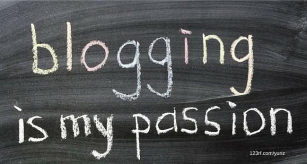 Hintergrund einer Tafel. Schriftzug mit blogging is my passion