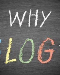 Schieferfabender Hintergrund mit dem Wort Why in weiß und das Wort Blog in bunt.